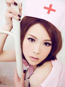 美女嫩模范诗琪化身粉嫩小护士诱惑