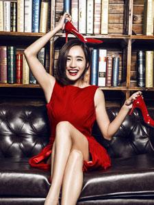 王智红裙性感写真秀修长美腿