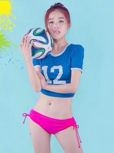 阚清子化身足球宝贝为世界杯加油