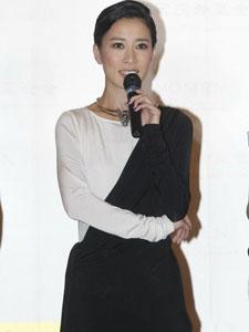 佘诗曼黑白搭配性感迷人