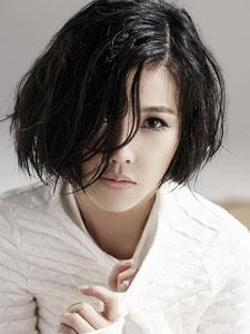 杨子姗最新杂志写真 纯白衣着清新可人