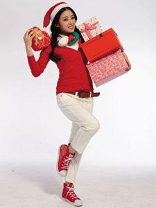 张含韵红衣圣诞装活泼可爱