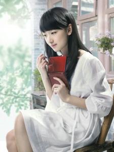 90后清纯美女周冬雨广告代言照