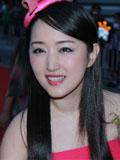 杨钰莹复出新歌出炉 清纯扮相似16岁少女