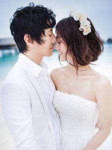 刘云海边唯美浪漫婚纱照