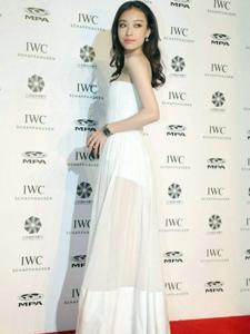 倪妮出席IWC电影人晚宴 透视长裙秀长腿