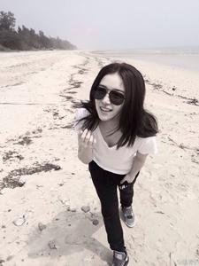 阚清子清闲假日海边写真