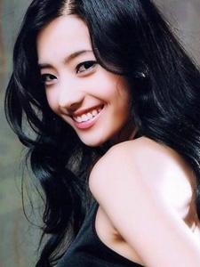 甜美迷人笑容韩彩英
