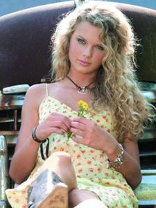 美国创作型女歌手泰勒·斯威夫特单曲封面照