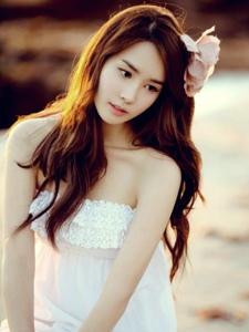 韩国美女李多海甜美写真照
