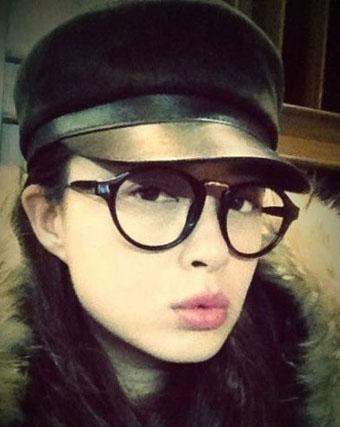 中国内地女演员蒋欣自拍生活照