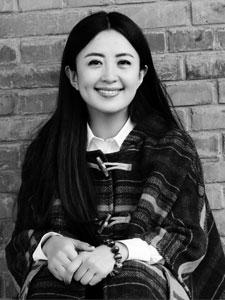 杨童舒黑白时尚写真 长发披肩似清纯少女