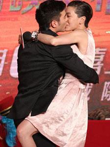 《一路惊喜》首映礼 郭采洁凤小岳热吻惊呆众人