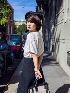 短发气质女王王珞丹时尚街拍照
