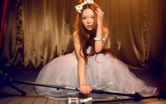 裴紫绮性感婚纱舞台桌面壁纸