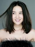 小宋佳最新裸妆写真 肤若凝脂笑意盈盈