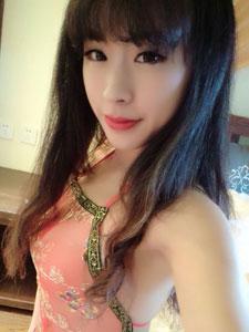 刘雪妮红色肚兜诱人自拍