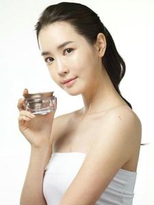 韩国女星李多海为SOMANG化妆品代言(组图)