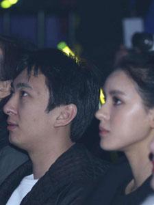 王思聪与张予曦现身韩国女子组合T-ara演唱会