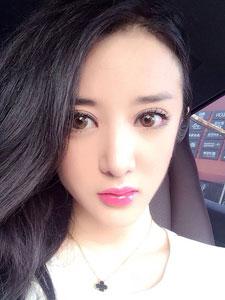 内地女演员陈一娜自拍照