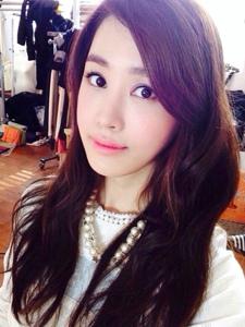 韩国人气女星李多海 优雅女人味十足