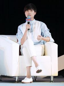 李宇春休闲装出席北京年轻盟峰会