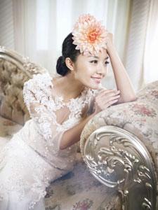 房程程雪白婚纱宛若白衣天使