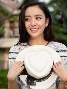 佟丽娅清新写真大展迷人笑容