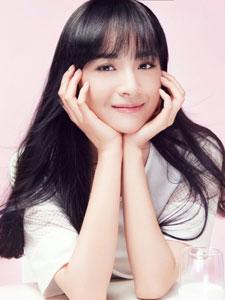 青年演员李依伊可爱纯美写真