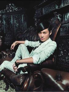 李宇春红唇写真尽显女王范