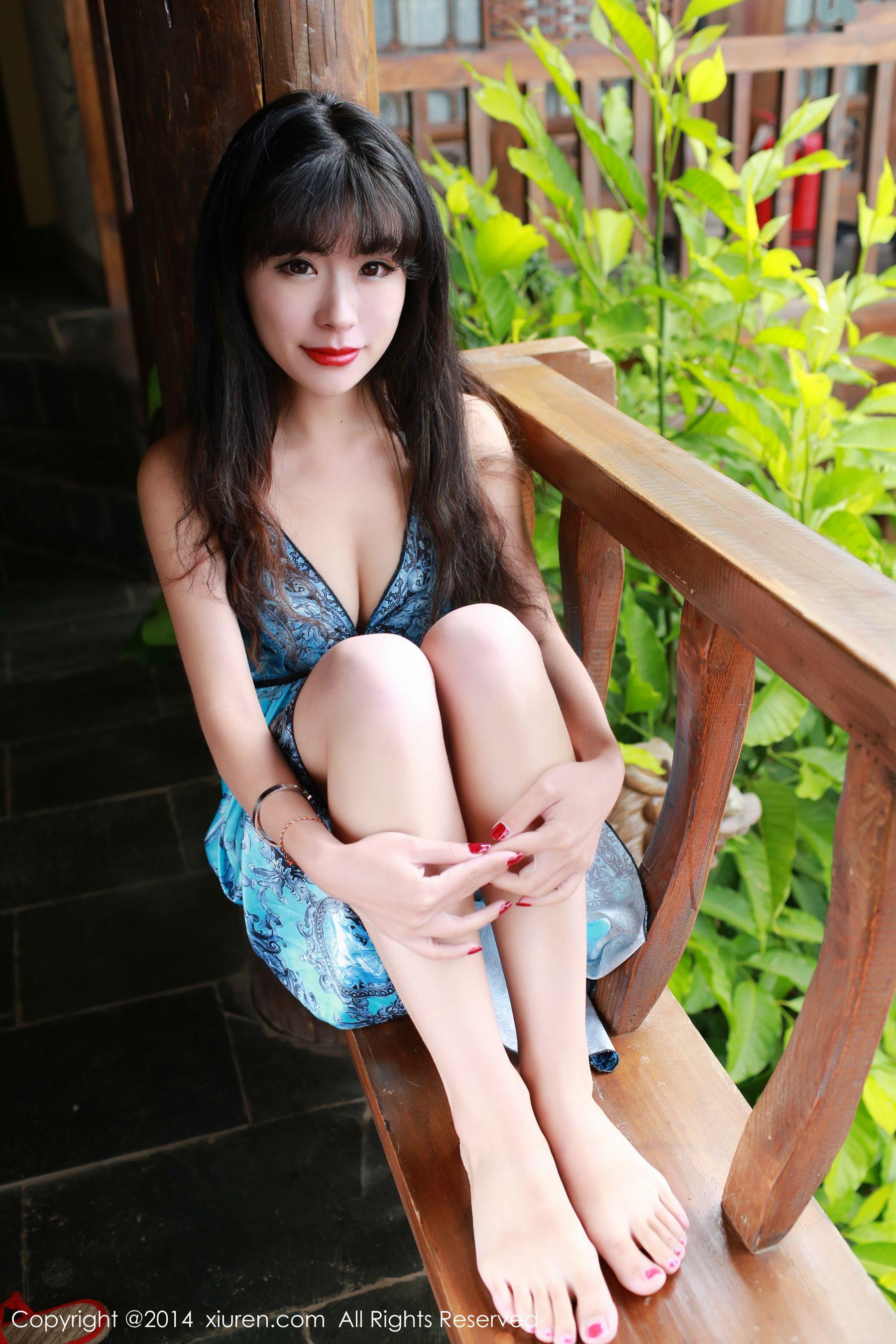 刘雪妮Verna《丽江旅拍》性感肚兜+长裙系列